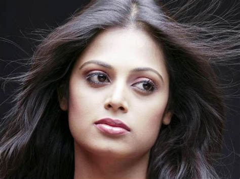 tamil actress kanaka marriage photos after kanaka sindhu menon becomes media victim filmibeat
