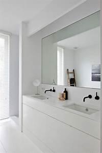 Deco Murale Blanche : grand miroir contemporain un must pour la salle de bain ~ Teatrodelosmanantiales.com Idées de Décoration