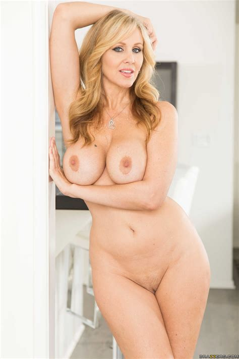 Big Titted Mom Started Rubbing Her Pussy Photos Julia Ann