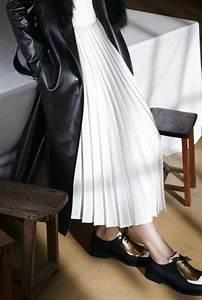 Comment porter la jupe longue plissee 80 idees archzinefr for Jupe a carreaux noir et blanc