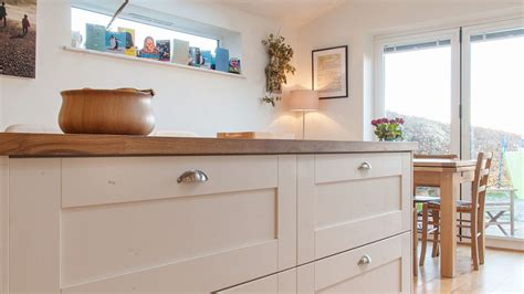Kitchen Island And Breakfast Bar - white shaker kitchen with wooden worktops burwash east sussex