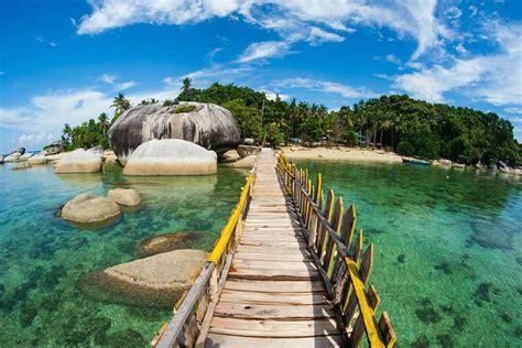 pantai  belitung indahnya nggak nanggung nanggung