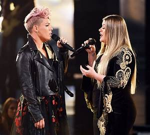Kelly Clarkson, P!nk open AMAs with moving tribute to ...