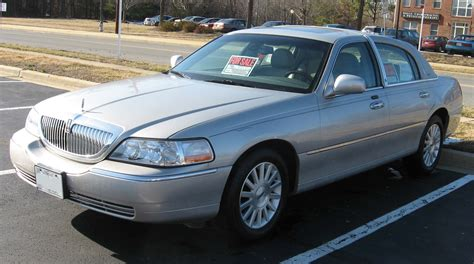 2003 Lincoln Town Car Wiki