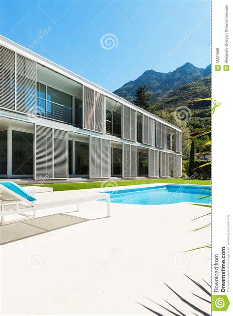 villa moderne avec la piscine photo libre de droits image 35007865