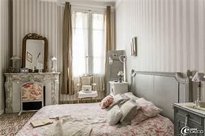 dans une chambre papier peint a rayures 39castorama With deco chambre de charme