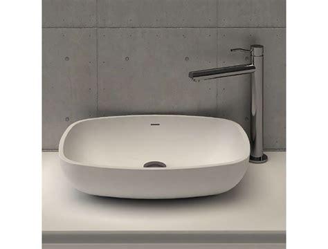 sanitari in corian di masi bathroom calice lavabo da appoggio in corian