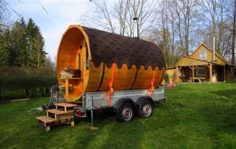 mobiles haus auf rädern schwitzen auf r 228 dern im sauna fass tiny houses