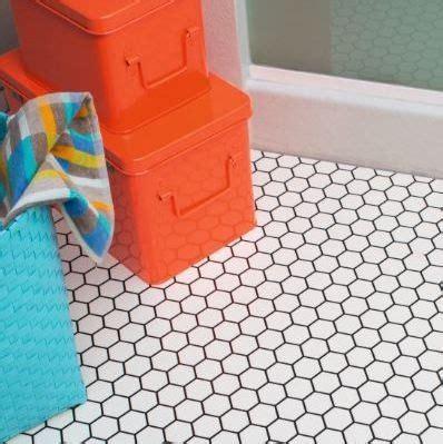 cushion flooring for bathrooms 1000 ideas about vinyl flooring bathroom on 18014