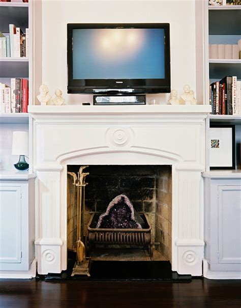bookshelves   sides   fireplace  design