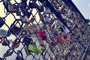 Love fences padlock locks wallpaper