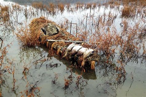 Duck Hunting Out Of A Boat Blind by Best 25 Duck Blind Ideas On Pinterest Goose Blind Duck