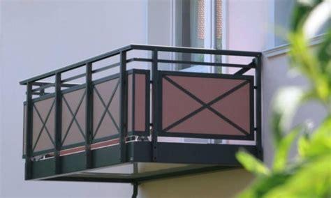 model balkon minimalis modern lantai   rumah tingkat
