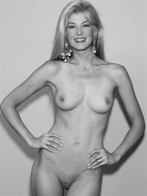 Rosamund Pike Nude And Topless 29 Photos The Fappening