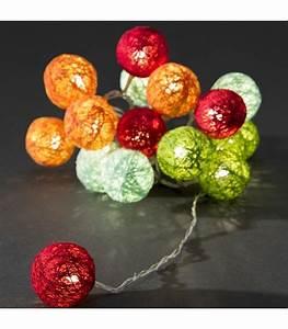 Guirlande Lumineuse Boule Exterieur : la guirlande lumineuse boule s invite dans votre maison ~ Dode.kayakingforconservation.com Idées de Décoration