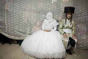 19 stunning pictures of an ultra orthodox jewish wedding for Orthodox jewish wedding dress