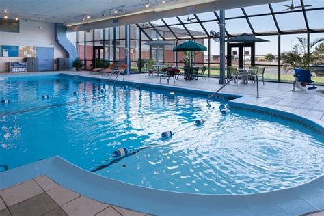 rochester hotels   pool