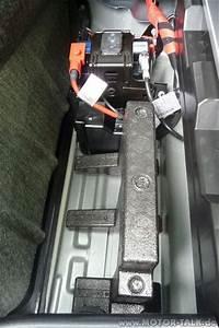 Zweite Batterie Im Auto : batterie 2 zweite batterie im kofferraum mercedes c ~ Kayakingforconservation.com Haus und Dekorationen