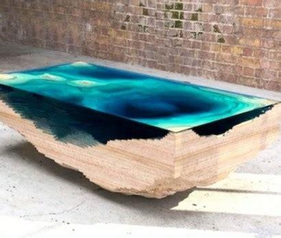Tisch Holz Glas by Designer Tisch Aus Glas Und Holz Erinnert An Die Tiefe Des