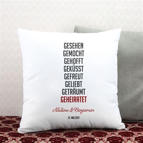 Mit Kissen by Hochzeitsgeschenk Kissen Mit Kurzer Lovestory Namen Und
