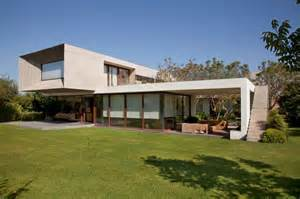 2 floor house u shaped house with glass lower floor and concrete modern house designs