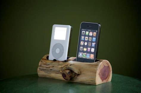 tree trunk dual iphone dock