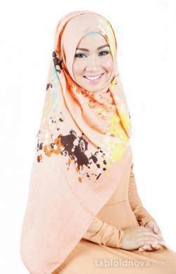 inspirasi gaya syari  hijab panjang bermotif