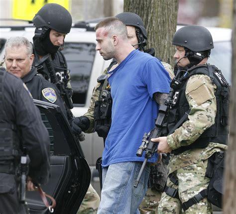 Police surround house, arrest barbershop shooting suspect ...