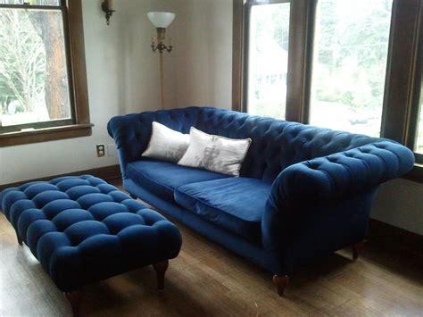 Simple Living Room Design With Dark Blue Velvet Tufted