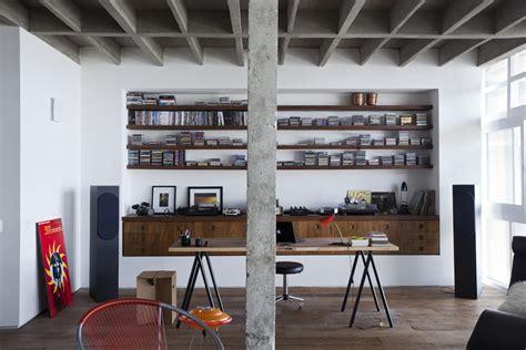 Loft Der Moderne Lebensstilloft Einrichtung Mit Buecherregalen by Copan Apartment Eine Moderne Loft Wohnung In Brasillien