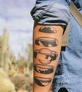 Tatouage Trait Bras : 1001 id es tatouage terre le monde sur les paules ~ Melissatoandfro.com Idées de Décoration