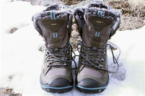 winter boots   men  women  door