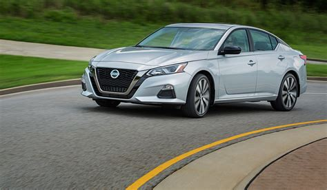 Nissan Altima Styles by 2019 Nissan Altima Gets Sharp Style And Tech Savvy To Save