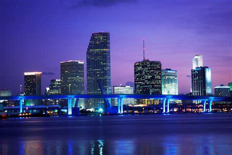 Downtown Miami Skyline Wallpaper Miami Skyline Wallpaper Wallpapersafari