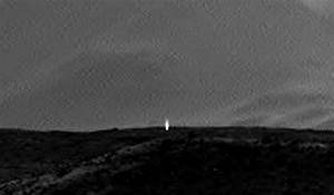 Light in NASA's Mars pix spark speculation about life - NY ...