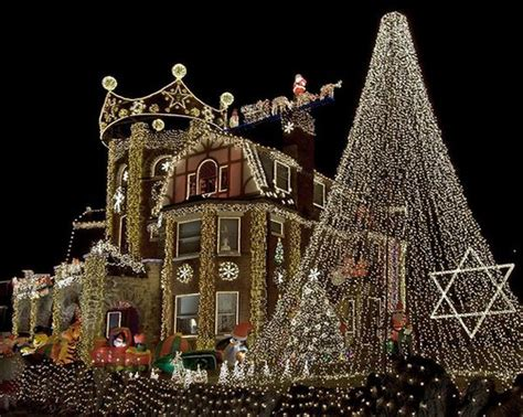 15 incredible houses decorated for christmas whoville house guff