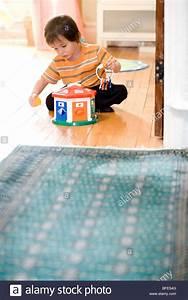 Spielzeug Für 2 Jährigen Jungen : 1 2 year old stockfotos 1 2 year old bilder alamy ~ Orissabook.com Haus und Dekorationen