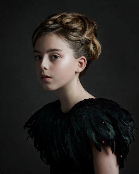 photographer shoots portraits   style