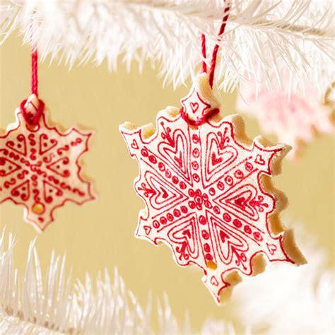 weihnachtsdeko basteln kinderleichte ideen fuer baumanhaenger