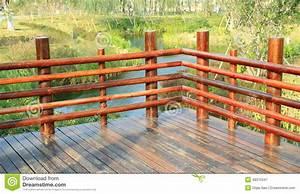 Balustrade En Bois : coin de la plate forme en bois terrasse en bois avec la ~ Melissatoandfro.com Idées de Décoration