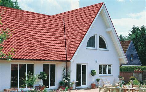 Rote Dachziegel Graue Fenster by Granat 11v Dachziegel Braas G 252 Nstige Baustoffe