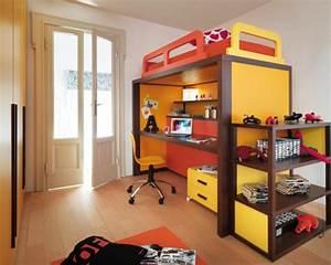 Schreibtisch Dunkles Holz : hochbett im kinderzimmer pro und contra das platzsparende m belst ck ~ Indierocktalk.com Haus und Dekorationen