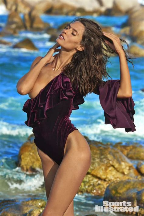 bianca balti  sports illustrated swimsuit issue