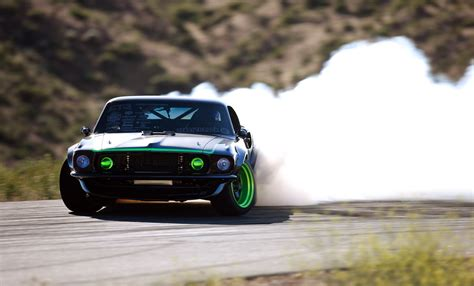 Muscle Cars Drifting