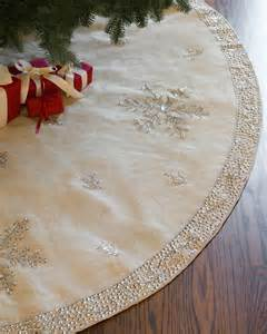 1000 ideas about christmas tree skirts on pinterest pallet projects christmas pallet