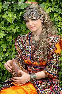 robe kabyle algeria tenue traditionnelle algerienne et With robe traditionnelle tahitienne
