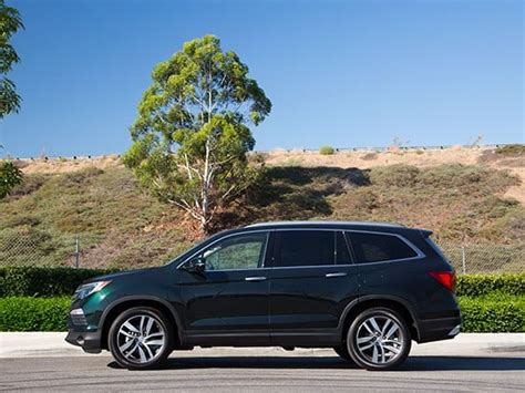 Suv To Buy by Kelley Blue Book Best Buys Of 2016 Midsize Suv