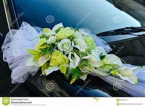 Decoration Voiture Mariage : romantic decoration flower on wedding car in black stock photo image 53767441 ~ Preciouscoupons.com Idées de Décoration