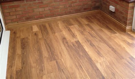 How to pick the perfect flooring for oak kitchens   Solid