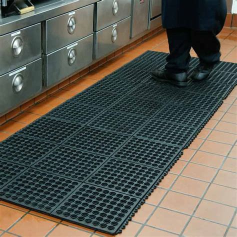 industrial kitchen floor mats quot dura chef interlock quot rubber kitchen mats 4666